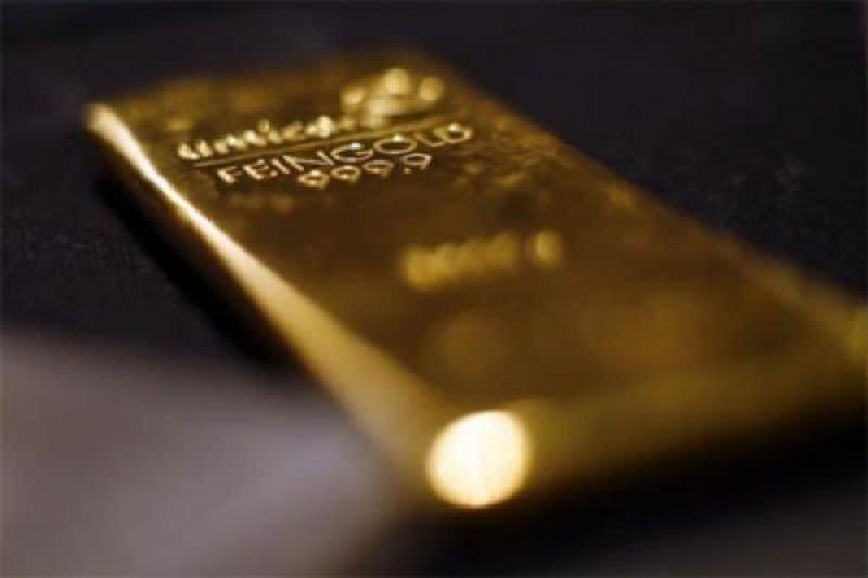 Emas melonjak lagi 93 dolar, dipicu penutupan tambang dan inflasi