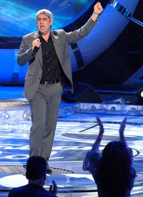 Taylor Hicks performs on April 18 FOX's American Idol