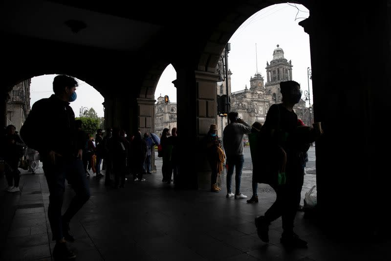 Mexico logs over 9,000 new coronavirus cases for first time