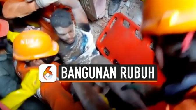 VIDEO: Bangunan 4 Lantai Rubuh, 8 Orang Meninggal