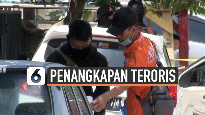VIDEO: Densus 88 Tangkap dan Geledah Rumah Teroris Cirebon