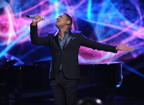 Joshua Ledet performs on 'American Idol,' May 16, 2012 -- FOX