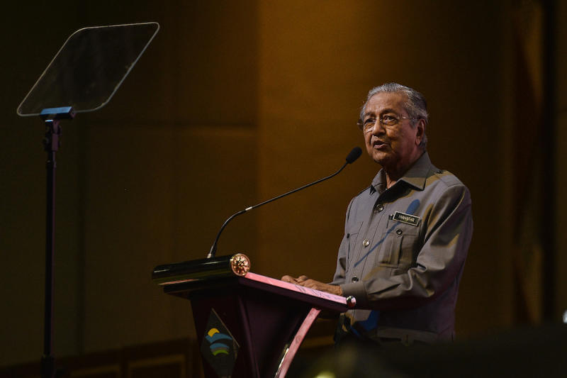 Tun Dr Mahathir Mohamad today urged Finance Minister Tengku Datuk Seri Zafrul Abdul Aziz to reveal the full details of alleged direct negotiation deals under the Pakatan Harapan administration. — Picture by Miera Zulyana