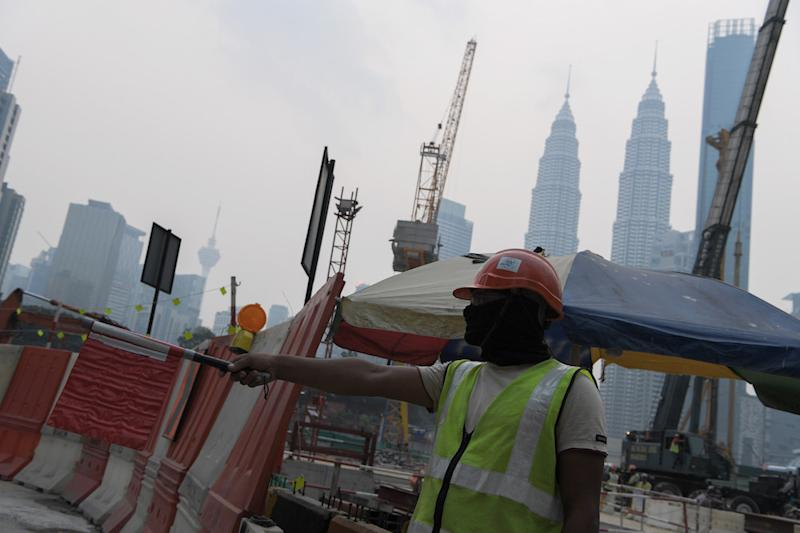 Fitch Solutions maintained its forecast for Malaysia's construction sector to grow by 3.5 per cent in real terms in 2020. — Bernama pic