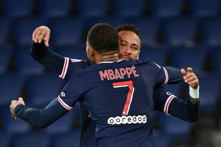 Leonardo hits back at Tuchel and says PSG have a 'huge team'