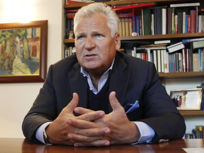 Wawancara AP: Mantan presiden Polandia bela Biden dan Burisma