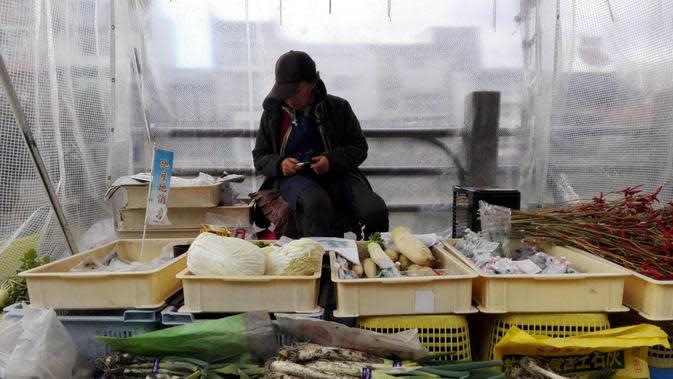 Suasana pasar pagi Hida Takayama. Kawasan ini sudah ada sejak empat ratusan tahun lalu. Beragam dagangan dijual warga sekitar mulai dari bumbu dapur, suvenir, sampai dengan paganan. (Andry Haryanto/Liputan6.com)