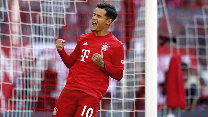 Gelandang Bayern Munchen, Philippe Coutinho, melakukan selebrasi usai membobol gawang Koln pada laga Bundesliga di Allianz Arena, Sabtu (21/9/2019). Bayern Munchen menang 4-0 atas Koln. (AP/Matthias Schrader)