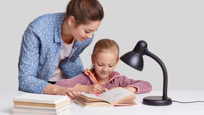 Ilustrasi Anak dan Orangtua Credit: pexels.com/pixabay