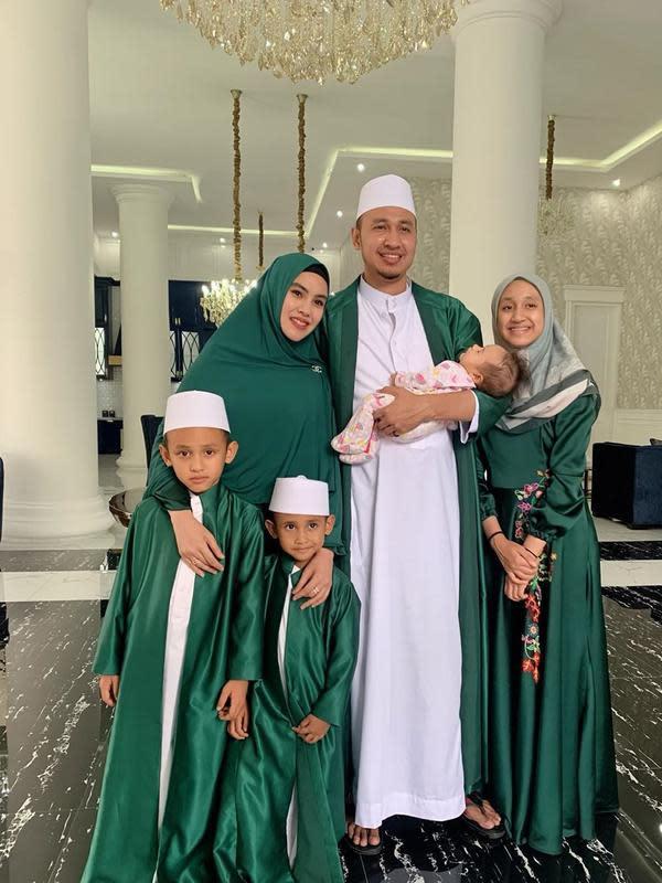 Kartika Putri dan Keluarga Kecilnya (Sumber: Instagram/kartikaputriworld)