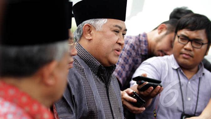 Ketua Umum MUI, Prof Dr Din Syamsuddin memberi keterangan kepada wartawan seusai bertemu Presiden Joko Widodo di Istana Merdeka, Jakarta, Selasa (3/2/2015). (Liputan6.com/Faizal Fanani)