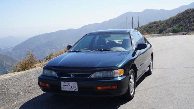 Pemilik Honda Accord lansiran 1996 punya cara menarik menjual mobil bekasnya. (Carscoops)