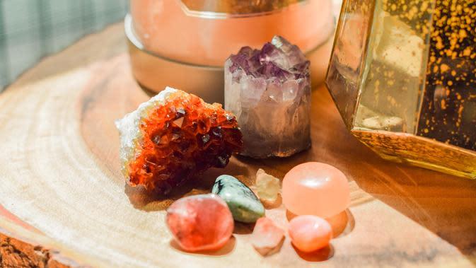 citrine crystals (unsplash.com/SarahBrown)