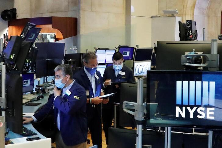 Wall Street closes up on signs of economic rebound