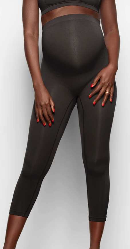 Model is 5'8 and a size 2 wearing the SKIMS Maternity Solutionwear Tight in a XXS/XS 'Onyx'