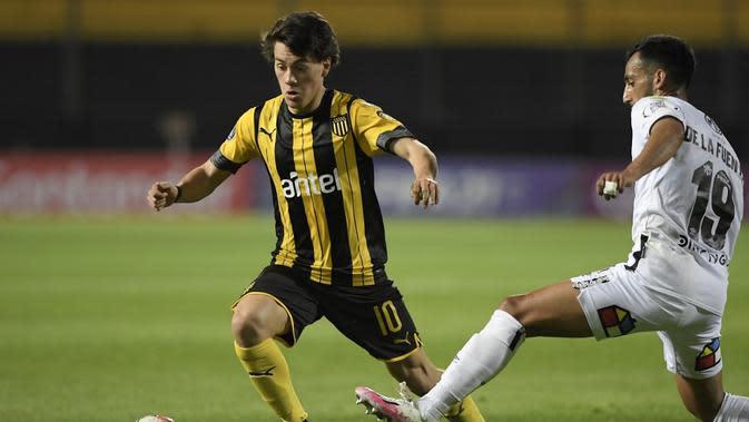 Facundo Pellistri saat bermain di Penarol. (AFP/Sandro Pereyra)