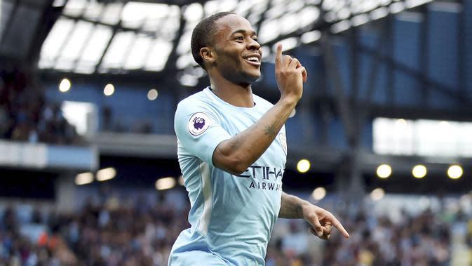 5. Raheem Sterling (Manchester City) - Penyerang sayap City ini menempati posisi pertama sebagai pemain paling berharga di Liga Inggris. Pemain lincah dan produktif dalam urusan mencetak gol ini memiliki harga 115,2 Juta Poundsterling. (AP/Nick Potts)