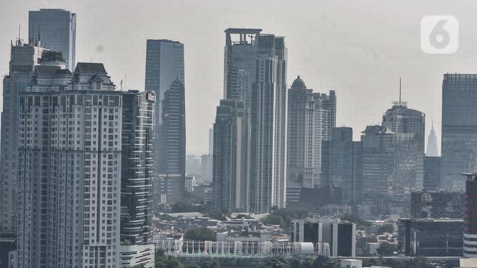 Deretan gedung perkantoran di Jakarta, Senin (27/7/2020). Menteri Keuangan Sri Mulyani mengatakan pertumbuhan ekonomi di DKI Jakarta mengalami penurunan sekitar 5,6 persen akibat wabah Covid-19. (merdeka.com/Iqbal S. Nugroho)