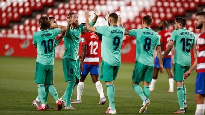 Para pemain Real Madrid merayakan gol ke gawang Granada