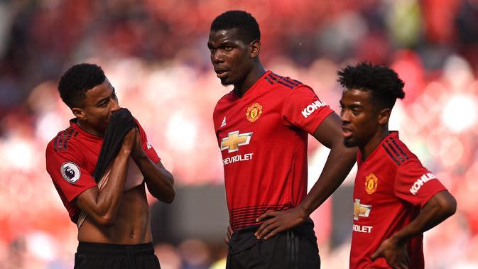 Ekspresi trio Manchester United (MU) Jesse Lingard, Paul Pogba, dan Angel Gomes saat dikalahkan Cardiff City 0-2 pada laga penutup Liga Inggris di Old Trafford, Minggu (12/5/2019). (AFP/Oli Scarff)