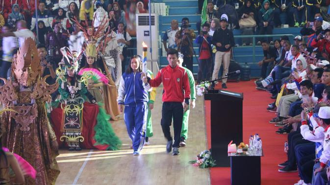 Perenang Andalan Jabar jadi Pembawa Obor di Opening Ceremony POPNAS 2019