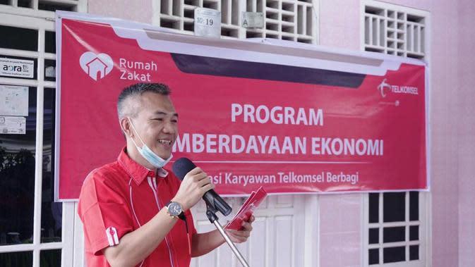 Manager Branch Telkomsel Palembang Samsurizal saat meluncurkan program Desa Berdaya di Kelurahan 8 Ilir Palembang Sumsel (Dok. Humas Telkomsel Palembang / Nefri Inge)