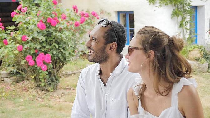 Bule bernama Valentine Payen dipilih Ario Bayu sebagai teman hidupnya. Mereka mulai dekat sejak produksi film Java Heat yang rilis tahun 2013, lalu menikah pada Juli 2017. (Liputan6.com/IG/bayu_ario)