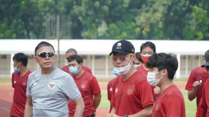 Ketua Umum PSSI, Iwan Bule dan Pelatih Timnas Indonesia U-19, Shin Tae-Yong memantau TC di Jakarta (dokumen PSSI)