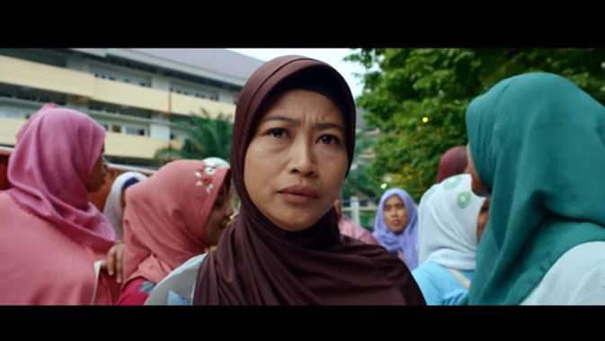 Yu Ning dalam film Tilik. (Foto: YouTube Ravacana Films)