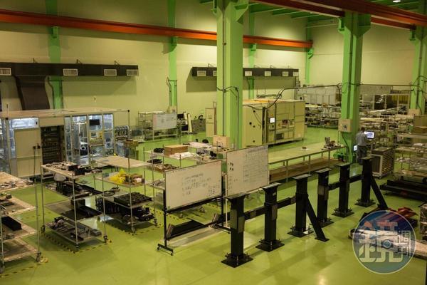 旭東機械是國內少數成功從傳產黑手跨界面板、半導體業的精密設備製造商。