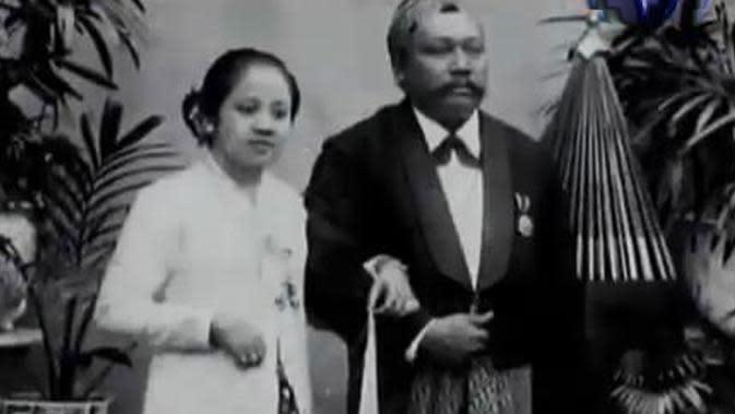 12 Tahun dipingit tidak membuat Kartini diam. Ia justru menghasilkan buku fenomenalnya Habis Gelap Terbitlah Terang.