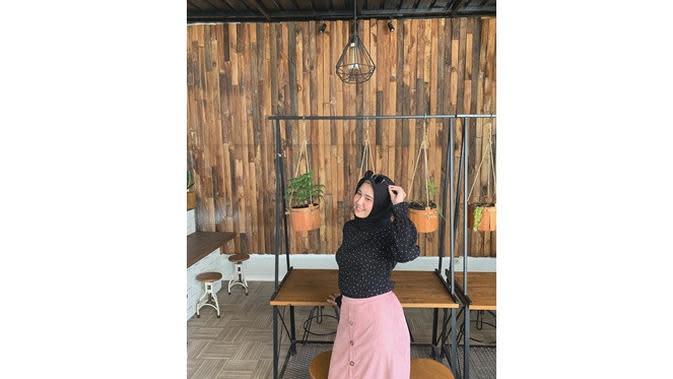 6 Pesona Aisyah Ayuningtyas, Kekasih Satria Tama yang Memesona (sumber: Instagram.com/ichaayuningtyas)