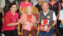 徐耀昌訪竹南3位百歲人瑞 贈敬老禮金