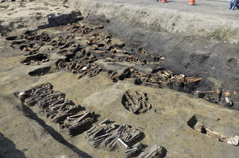 Sisa jenazah digali dari dugaan kuburan massal era pandemi di Jepang