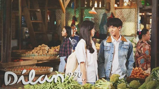 Tak hanya dialog yang romantis antara Dilan dan Milea yang sanggup membuat penonton senyum-senyum sendiri. Film ini juga bertaburan bintang-bintang muda, salah satu contohnya adalah Iqbaal Ramadhan. (Foto: instagram.com/dilanku)