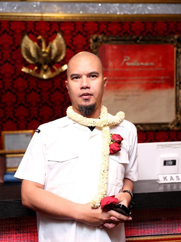 Ditemui di Jalan Padjajaran, Bogor, Jawa Barat, Jumat (16/10/2015), Ahmad Dhani mengaku optimis dengan bisnis karaoke keluarga miliknya yang bernama 'Masterpiece'. (Andy Masela/Bintang.com)