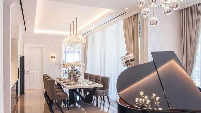Desain chandelier untuk suasana mewah. (dok. Arsitag.com)