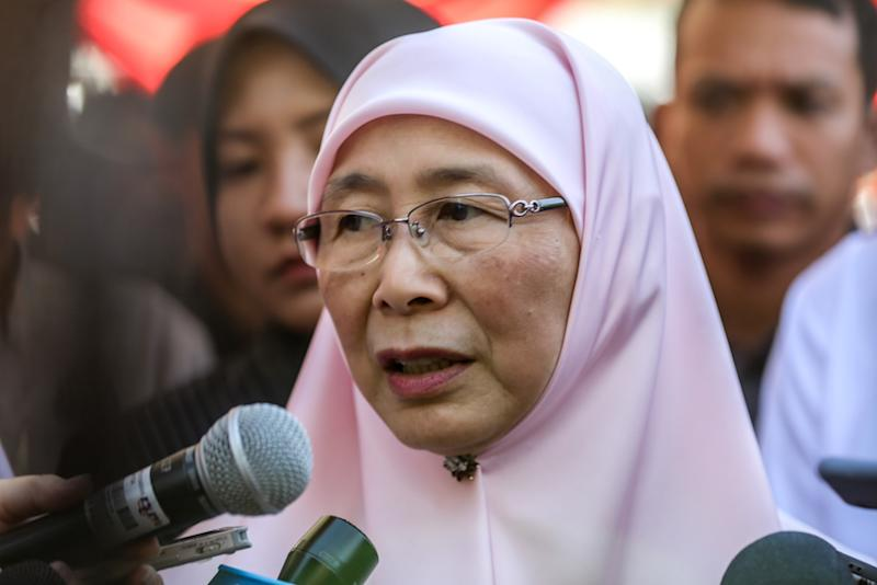 Datuk Seri Dr Wan Azizah Wan Ismail says federal funding for individual states should not be determined by the political decisions of voters. — Picture by Firdaus Latif
