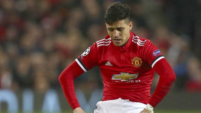 2. Alexis Sanchez (Striker) - Penampilan pria Chili ini bersama Setan Merah tak juga membaik. Catatan minor itu berdampak pada penurunan poin di FIFA 19 seperti tendangan dari 80 menjadi 79 serta visi bermain dari 81 menjadi 80. (AP/Dave Thompson)