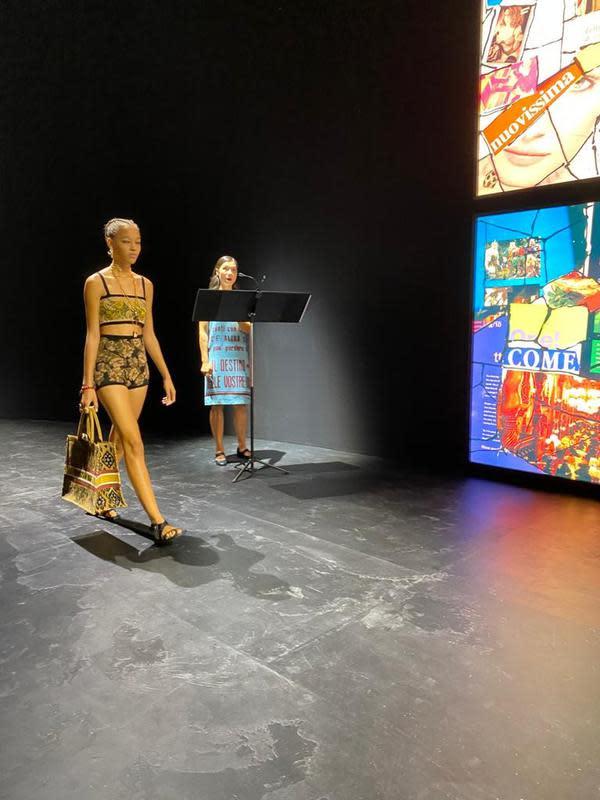 Kain Endek Bali diperagakan pada Paris Fashion Week di Jardin de Tuileries, Paris pada Selasa (29/9/2020). Dalam peragaan tersebut, Kain Endek Bali menjadi bahan pilihan Christian Dior untuk koleksi Spring/Summer 2021.