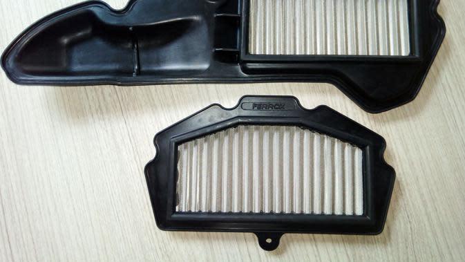 Enggak Pakai Ribet, Begini Cara Membersihkan Filter Udara Motor