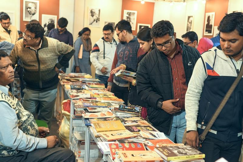 Pictured are the visitors at Central Park Fair Ground, Salt Lake on the occasion of 44th International Kolkata Book Fair 2020.