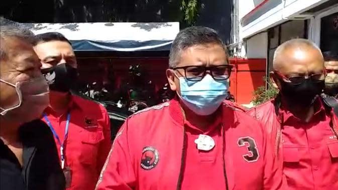 Sekjen PDIP Hasto Kristiyanto turun gunung mengunjungi kantor DPD PDIP Jatim di Jalan Raya Kendangsari Surabaya, Minggu (30/8/2020) siang