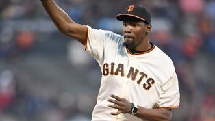 略懂略懂!杜蘭特現身曼哈頓沙灘傳接棒球