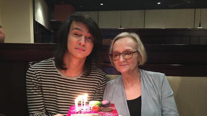 Marcell Darwin dan Ibunda (Sumber: Instagram//marcelldarwin)
