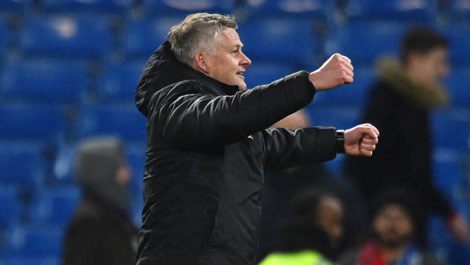 Pelatih Manchester United, Ole Gunnar Solskjaer merayakan kemenangan timnya atas Chelsea usai pertandingan lanjutan Liga Inggris di Stamford Bridge, London (18/2/2020). MU menang 2-0 atas Chelsea. (AFP Photo/Glyn Kirk)