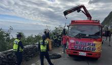 為拍清水斷崖美景自觀景台墜落 老翁幸抓樹枝無外傷