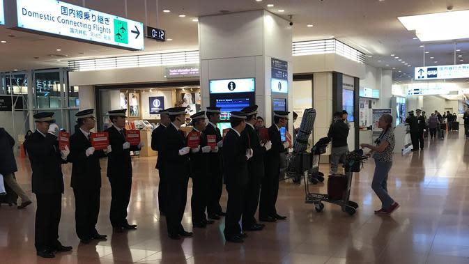 Suasana penjemputan yang tertib di terminal kedatangan Bandara Haneda, Jepang (Liputan6.com/Pool/Maulidinov)