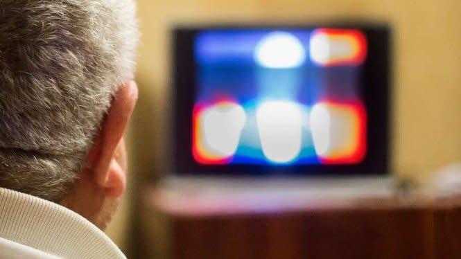 Ini Alasan Tidak Boleh Tidur dengan TV Menyala