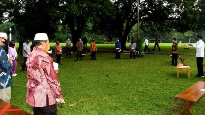 Penjual Kopi ke Jokowi: Sejak Pandemi Ini Saya Bangkrut, Pak